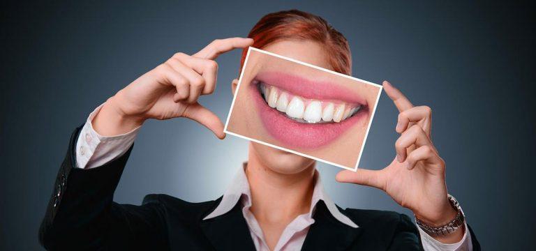 Czy już nosicie niewidoczny aparat na zęby?